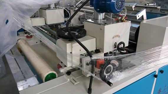 2,工作原理:气泵循环抽油,由涂布机均匀辊涂至产品1-多面.